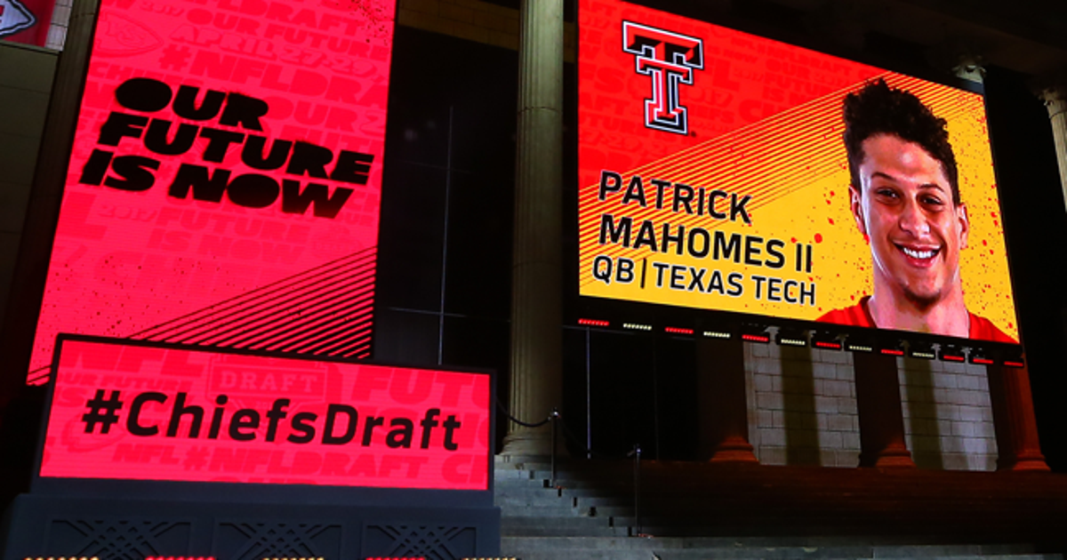Patrick-mahomes-draft-650-362.vresize.1200.630.high.0