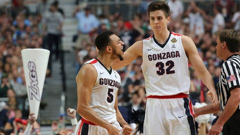 Gonzaga's Nigel Goss-Williams celebrates with Zach Collins.
