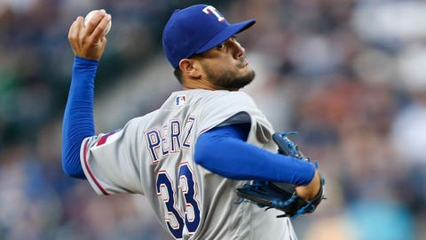 Rangers put Perez on DL after LHP hurts right thumb at hotel