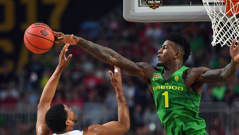 Jordan Bell fights tears, says Oregon 'lost because of me'