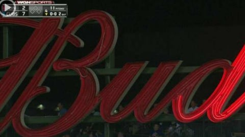 Piece of broken bat gets stuck in Wrigley Field netting