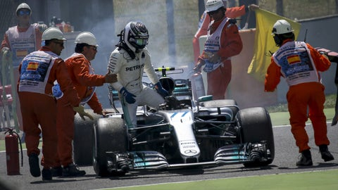 Valtteri Bottas retires from the Spanish GP. (Photo: Albert Llop/Anadolu Agency/Getty Images)