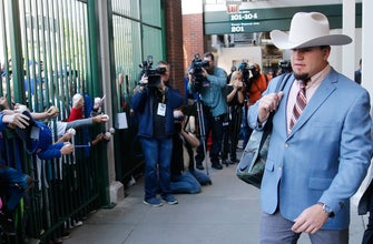 Cubs rock 'Anchorman' outfits in triumphant return to road-trip costumes