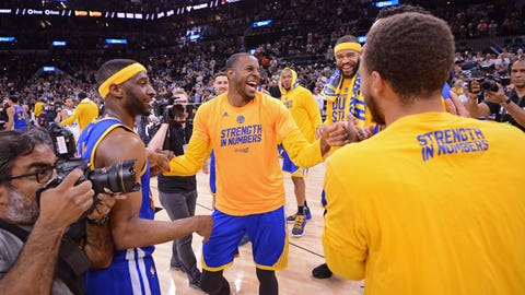SAN ANTONIO, TX - MAY 22:  Andre Iguodala #9 of the Golden State Warriors smiles and laughs with teammates on the court after winning Game Four of the Western Conference Finals against the San Antonio Spurs during the 2017 NBA Playoffs on May 22, 2017 AT&T Center in San Antonio, Texas. NOTE TO USER: User expressly acknowledges and agrees that, by downloading and or using this photograph, user is consenting to the terms and conditions of the Getty Images License Agreement. Mandatory Copyright Notice: Copyright 2017 NBAE (Photos by Noah Graham/NBAE via Getty Images)