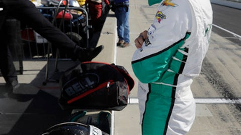Ed Carpenter talks with his crew following a practice session for the Indianapolis 500 IndyCar auto race at Indianapolis Motor Speedway, Monday, May 15, 2017, in Indianapolis. (AP Photo/Darron Cummings)