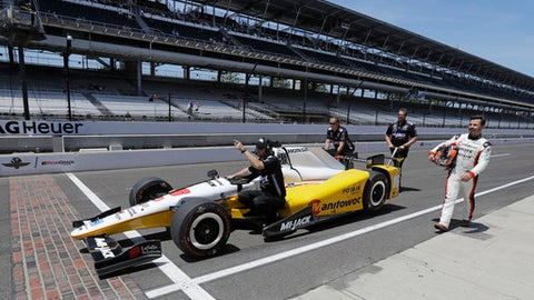 Oriol Servia, of Spain, walks down pit road beside his car as his crew pushes it during practice for the Indianapolis 500 IndyCar auto race at Indianapolis Motor Speedway, Monday, May 22, 2017 in Indianapolis. (AP Photo/Darron Cummings)
