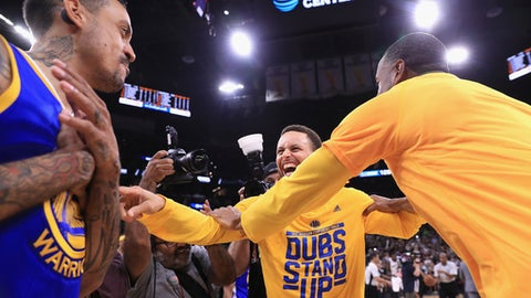 Warriors finish off Spurs behind Curry's 36