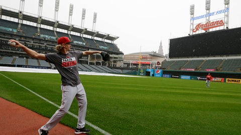 Cincinnati Reds starting pitcher Bronson Arroyo warms up in the rain after an interleague baseball game between the Reds and the Cleveland Indians was postponed, Thursday, May 25, 2017, in Cleveland. (AP Photo/Tony Dejak)