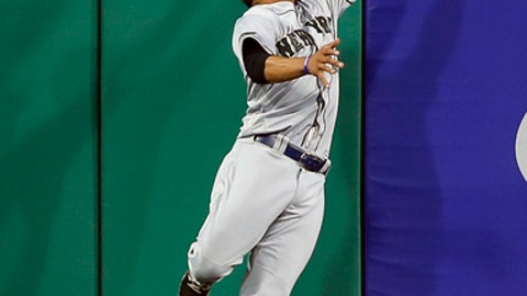 New York Mets center fielder Curtis Granderson leaps to catch a fly ball by Pittsburgh Pirates' Francisco Cervelli in the ninth inning of a baseball game, Saturday, May 27, 2017, in Pittsburgh. (AP Photo/Keith Srakocic)
