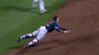 Austin Hedges makes amazing diving catch vs. Mets