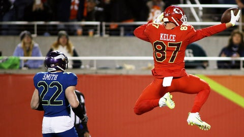 ORLANDO, FL - JANUARY 29: Kansas City Chiefs tight end Travis Kelce (87) scores a touchdown past Minnesota Vikings safety Harrison Smith (22) during the 2017 Pro Bowl at Camping World Stadium in Orlando, Florida.(Photo by Daniel Kucin Jr./Icon Sportswire via Getty Images)
