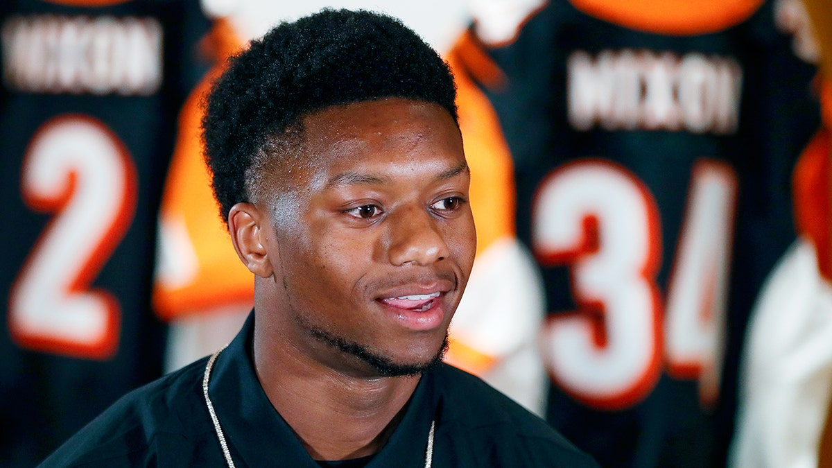 Michael Vick says kids can learn from Joe Mixon