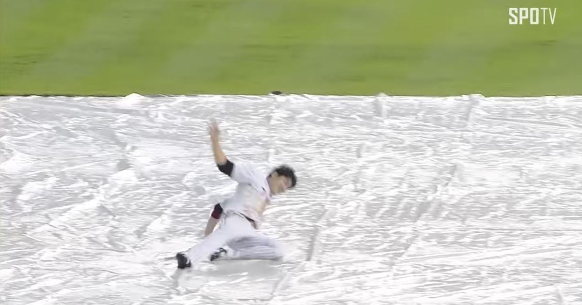 Korean-baseball-rainout-bases-race-video.vresize.1200.630.high.0