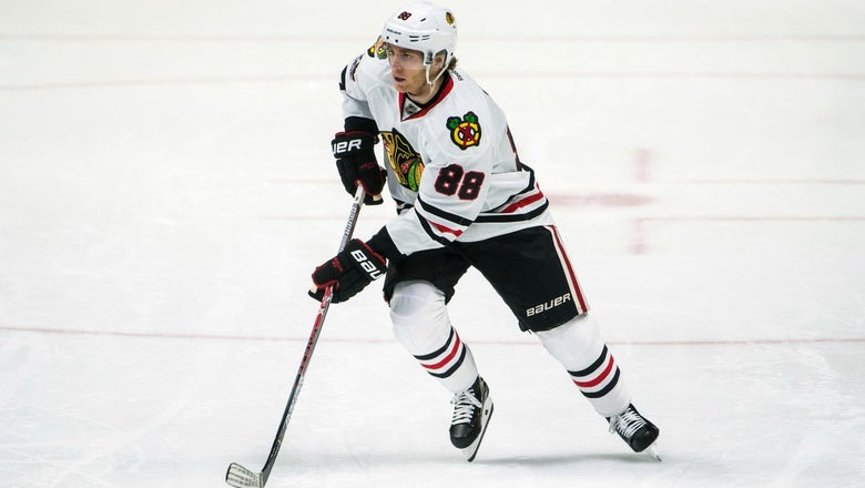 Patrick Kane gives up first-class seat to soldier