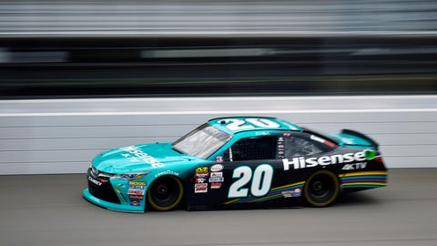 Larson, Truex take top 2 spots in MI qualifying