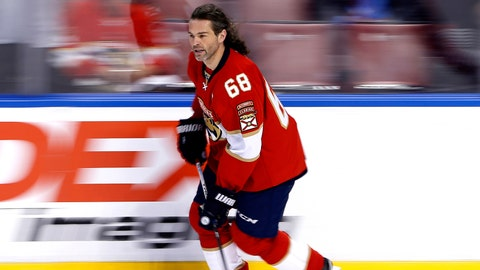 Jaromir Jagr is having fun with his (supposed) lack of offers