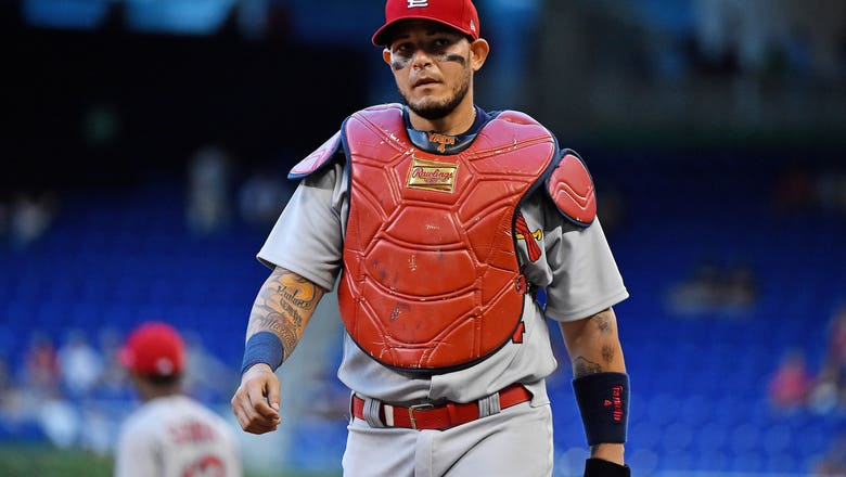 St. Louis Cardinals: Yadier Molina needs to be benched