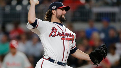 Dickey's knuckler baffles Phillies in Braves' 3-1 win