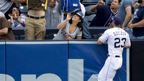 Moustakas' two homers lifts Royals to 8-3 win over Padres
