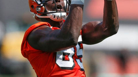 Browns rookie Myles Garret sprains foot, to be ready for camp