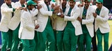 Trophy-winning Pak cricketers warmly welcomed home