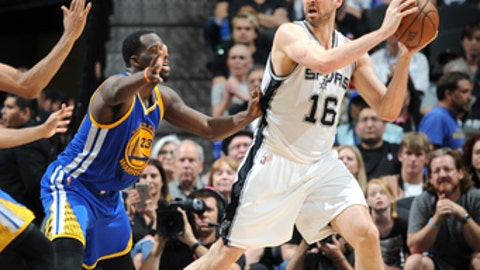 SAN ANTONIO, TX - MAY 22:  Pau Gasol #16 of the San Antonio Spurs handles the ball against the Golden State Warriors during Game Four of the Western Conference Finals of the 2017 NBA Playoffs on MAY 22, 2017 at the AT&T Center in San Antonio, Texas. NOTE TO USER: User expressly acknowledges and agrees that, by downloading and or using this photograph, user is consenting to the terms and conditions of the Getty Images License Agreement. Mandatory Copyright Notice: Copyright 2017 NBAE (Photos by Mark Sobhani/NBAE via Getty Images)