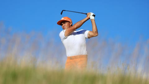HARTFORD, WI - JUNE 18:  Rickie Fowler of the United States plays his shot from the 15th tee during the final round of the 2017 U.S. Open at Erin Hills on June 18, 2017 in Hartford, Wisconsin.  (Photo by Richard Heathcote/Getty Images)