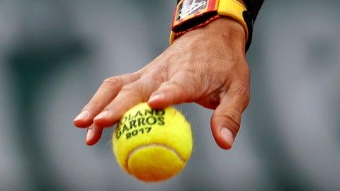 Injured Sharapova pulls out of Wimbledon, grass circuit