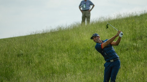 Rickie Fowler leads US Open on day of highs, lows