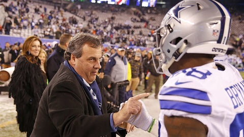 New Jersey governor Chris Christie (left) talks with Dallas Cowboys receiver Dez Bryant (88) before a 2016 NFL week 14 regular season game against the New York Giants, Sunday, Dec. 11, 2016, in East Rutherford, N.J.  The Giants defeated the Cowboys, 10-7.  (James D. Smith via AP)