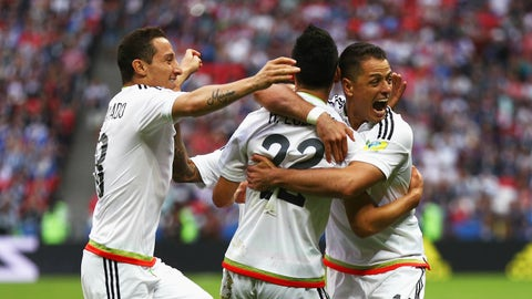 Hirving Lozano seals Mexico win to send Russian Federation out of Confederations Cup