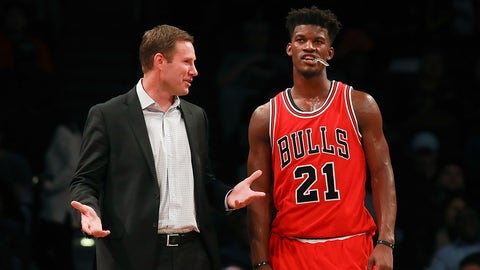 NEW YORK, NY - OCTOBER 31:  Head coach Fred Hoiberg of the Chicago Bulls talks with Jimmy Butler #21 against the Brooklyn Nets during the first half at Barclays Center on October 31, 2016 in New York City. NOTE TO USER: User expressly acknowledges and agrees that, by downloading and or using this photograph, User is consenting to the terms and conditions of the Getty Images License Agreement.  (Photo by Michael Reaves/Getty Images)