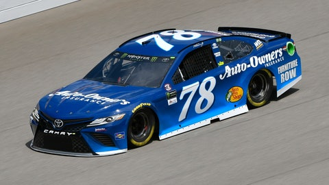 Kyle Larson outlasts Chase Elliott at Michigan again