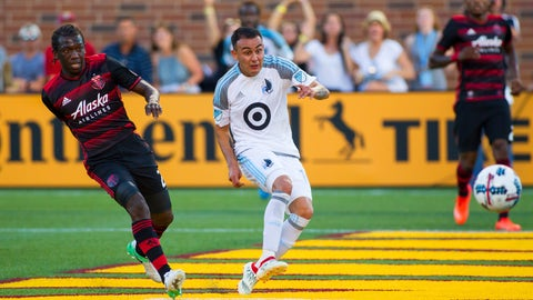 MINNEAPOLIS, MN - JUNE 21: Minnesota United midfielder Miguel Ibarra (10) shoots in the 2nd half during the Major League Soccer match between the Portland Timbers and Minnesota United FC on June 21, 2017 at TCF Bank Stadium in Minneapolis, Minnesota. Minnesota United defeated the Portland Timbers 3-2. (Photo by David Berding/Icon Sportswire via Getty Images)