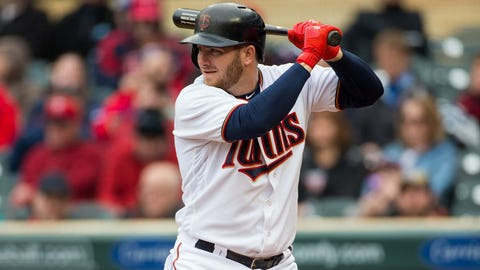 Twins win over Giants 3-2