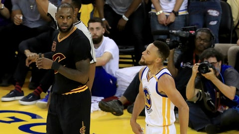LeBron James takes hard fall but bounces back to lead Cavs