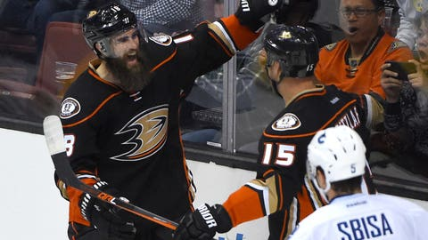 Anaheim Ducks re-sign F Patrick Eaves to 3-year deal