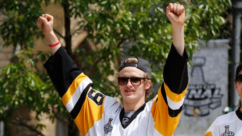 Penguins' Guentzel bringing Stanley Cup to Woodbury