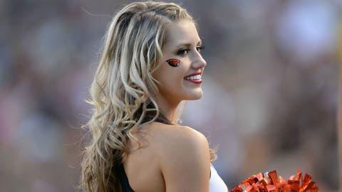Oregon State cheerleader