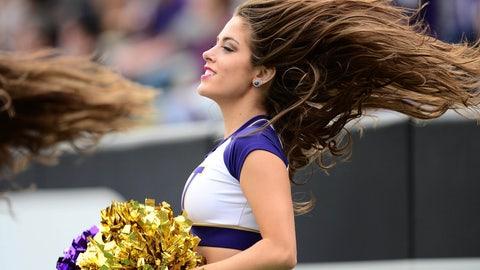 Washington cheerleader