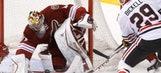 Smith, Coyotes shut down Blackhawks