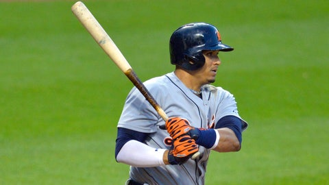 V-Mart's key two-run single helps Tigers topple Indians 8-5