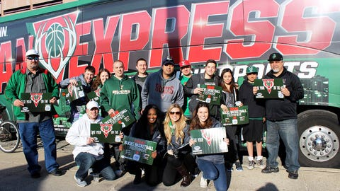 Bishara, Chyna & Sage greeted Bucks fans that arrived at the BMO Harris Bradley Center aboard the FOX Sports Wisconsin Fan Express.