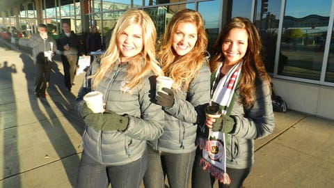 Coffee makes everything better in the morning & the fans got some from the FOX Sports North Girls!