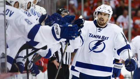 Win 3: Lightning 5, Red Wings 2 (series tied 3-3)