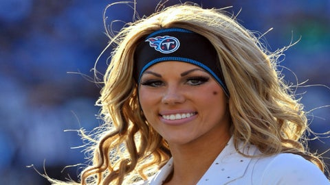 Tennessee Titans cheerleader