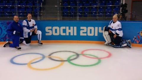 Noora Räty, Gophers and Finland women's goalie