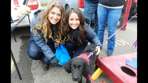 """It wasn't a """"ruff"""" day for the FOX Sports North Girls as they got to meet & have fun with all kinds of fans"""