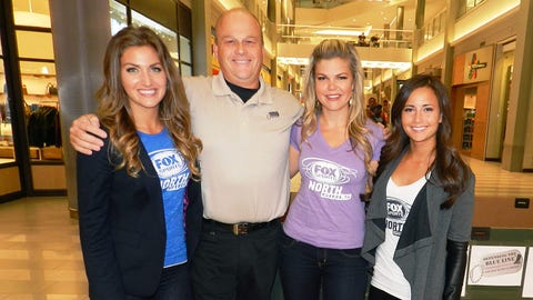 Master Sergeant Rich Krivanek had a blast spending time with the FOX Sports North Girls & accepting donations for Defending the Blue Line.