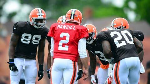 Johnny Manziel calls a play